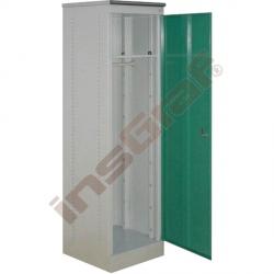 Vysoká kovová skříň se zelenými dvířky